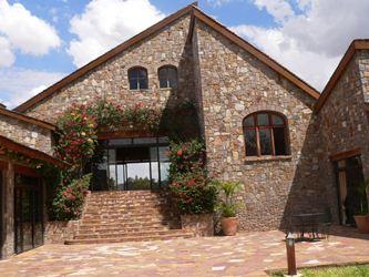 hotel-jardin-deroy-ranohira-madagascar