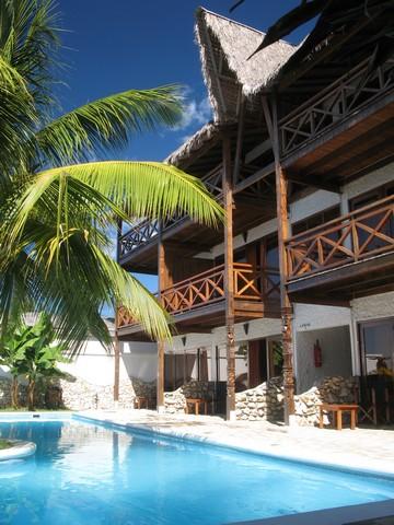 hotel-baobab-cafe-morondava-madagascar