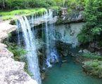 chute-mahafanina-grotte-anjohibe-madagascar